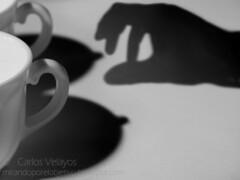 Tentacin (Carlos Velayos) Tags: sombra mano te teta tetas taza pezones tentacin tazas infusin pezn strobist
