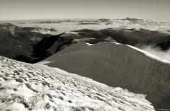 Sguardi dalla vetta (EmozionInUnClick - l'Avventuriero's photos) Tags: bn neve motette