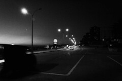(Antonio Paim) Tags: blackandwhite cars lights forsale noiretblanc fineart carros luzes montevideo pretoebranco venda uruguai  enblancoynegro  svartochvitt schwarzundweis swartenwit