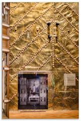 Gaud. Palau Gell (C.Pujol) Tags: barcelona or antigua gaudi antiga fondo palau modernismo oro palacio gell fons capilla capella