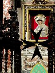 Our Lady of Carafa (debreczeniemoke) Tags: city church architecture cross cathedral interior capital chapel malta baroque valletta templom stjohnscocathedral város maltesecross kereszt knightsofmalta katedrális kápolna barokk solidsilver ilbelt málta templombelső főváros ilbeltvalletta amalficross konkatidralta'sanġwann canonpowershotsx20is szentjánostárskatedrális orderoftheknightshospitallerofstjohn eightpointedcross máltaikatonaiépítészet builtbytheknightsofmalta johannitalovagok máltailovagok amáltailovagokszentélye chapelofblessedsacrament chapelofourladyofphilermos iconofthemadonna ourladyofcarafa acopyofourladyoflanciano máltaikereszt nyolccsücskűkereszt anyolcboldogságjelképe symbolizetheeightpointsofcourage