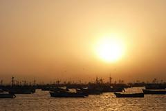 Coucher de Soleil, Paracas, Pérou - 2010 (D*C) Tags: voyage trip travel viaje sun sol peru port de puerto soleil coucher reflets posada paracas barques pérou océan pacifique