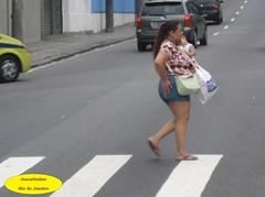 Colo (Janos Graber) Tags: colo riodejaneiro mulher rua criana engenhonovo atravessando