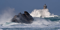 _4LN6521 : Le Four, le 6 Fevrier 2013 (2) (Brestitude) Tags: sea mer lighthouse four big brittany wave bretagne breizh vague phare finistre grosse argenton hudge porspoder chenaldufour nordfinistre paysdesabers brestitude petitmelgorn