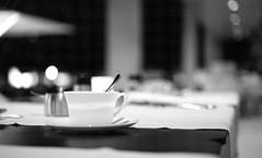 Die letzte Tasse Kaffee des Abends (spallutography) Tags: stuttgart plenum kaffee cafe coffee night nacht summicron apo 50mm f2 leica