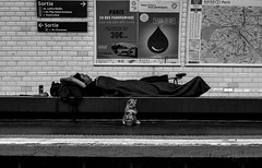IMG_9945 (Lens a Lot) Tags: mamiyasekor 58mm 17 1974 | 10 blades aperture m42 mount 4 paris 2016 black white street photography homeless vintage manual japanese prime lens noir et blanc monochrome metro subway underground gate beggar