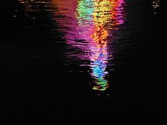colorful water, Reflexion im Main, Michaelismesse in Miltenberg 2016 (zikade) Tags: reflexionen licht farbigeslicht farben gelb orange feuer main miltenberg odenwald kirmes blau trkis grn wasser spiegelung volksfest michaelismesse 2016