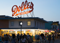 Dolles (The Flying Inn) Tags: beach dolles rehoboth sussexcounty boardwalk candy delaware evening saltwatertaffy sign store summer