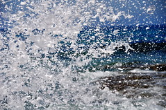 1608160255 (pixelarized) Tags: ocean oceaan golf wave splash water wit blauw white blue portugal