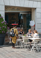 Flathead (swordscookie back and trying to catch up!) Tags: lady seller jewellery box head onhead knapsack african wares restaurant cafe tables chairs desenzano icecream walking balance lakegarda italy lombardy