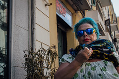 Messina, 2016 (Antonio_Trogu) Tags: italia italy sicilia sicily streetphotography candid urban antoniotrogu nikonafs35mm18 nikond3100 2016 messina woman donna occhiali glasses sunglasses mirrored specchio estate summer sciarpa scarf