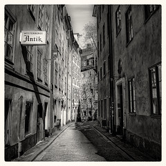 (Mikael Jeney) Tags: street blackandwhite bw blackwhite nikon downtown sweden stockholm oldtown stockholmhotel d90 oldtownstockholm stockholmspring hotelstockholm stockholmmikaeljenei