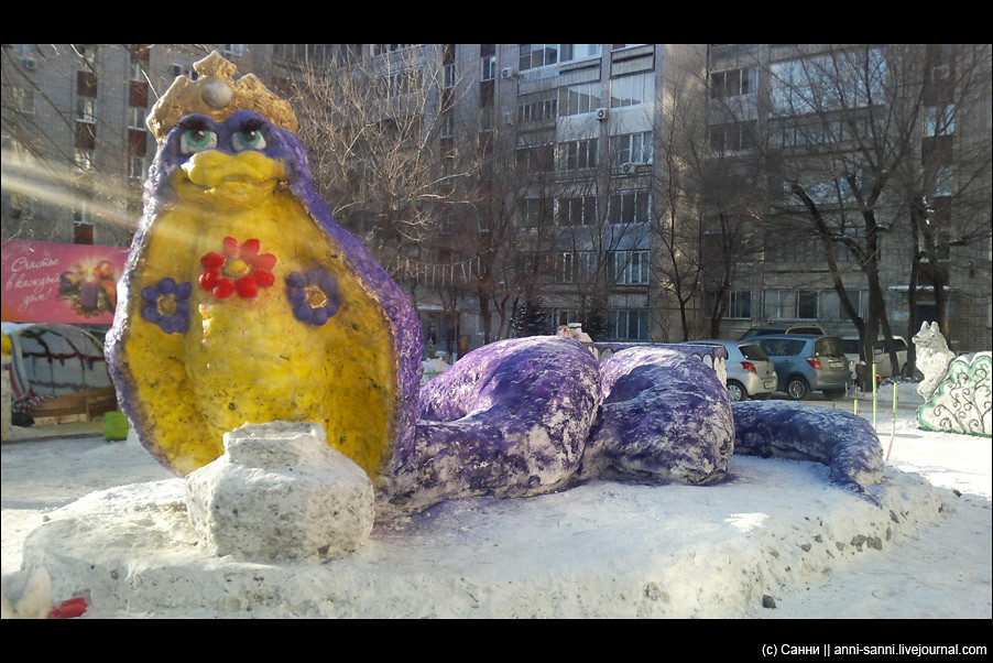 фигуры лягушки из снега