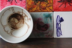 ONE cup - is art (Etching Stone) Tags: world red art cup tasse coffee up turn tomato paper one mugs is movement gallery wasp shot tea kunst eins border stripe kaffee vessel down bowl exhibition pole cups cardboard pack page future be bewegung mug target sequence wasps ziel turns tee arrangement grounds turning forecast tassen becher embryo fortunetelling stopmotion evolve atelier welt rotate sich geht revolve drehen napf gefss rotieren dreht