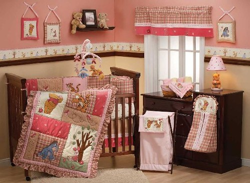 Delightful-Winnie-the-Pooh-and-friends-baby-bedding-set