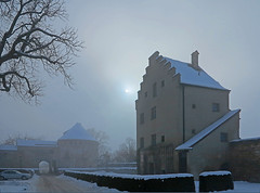 The sun struggles through the mist over the Burghausen Castle (rotraud_71) Tags: winter sun fog buildings germany bavaria burghausen medievalcastle blinkagain
