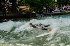 kleine Erfrischung (Werner Schnell Images (2.stream)) Tags: ws erfrischung refreshment eisbach mnchen munich surfer englischer garten isar river fluss sport action water welle wave