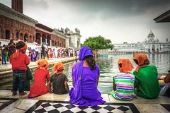 Family. Golden Temple, Amritsar, Punjab - India (rafael_lima_photos) Tags: family india punjab amritsar golden temple goldentemple sikh children contemplation indiaadventures