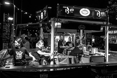 [2016-09-17][Smaak Karavaan 2016] 62.jpg (S.P. Zweekhorst) Tags: nikon 1855mm d5200 2016 blackwhite people street nikon1855mm nikond5200