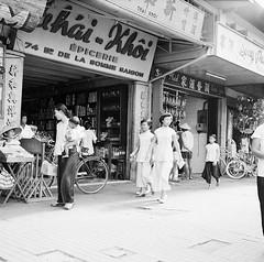 Saïgon 1953 - Les commerces du boulevard de la Somme - Chợ cũ, đường Hàm Nghi (manhhai) Tags: 1966 saigon 1965