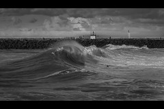 La Barre (Atekaba) Tags: ocean sea sky people blackandwhite bw mer france beach clouds nikon surf noiretblanc surfer fat sigma wave nb ciel nuages vague plage 70200 f28 euskadi gens gros bodyboard paysbasque digue aquitaine bodyboarder anglet d90