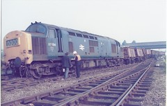 37134 de-railed at Toton - MCV wagons 5 (James DEMU) Tags: train accident railway derailed tmd toton class37 37134