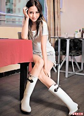 111004 () Tags: girls woman rain asian japanese women boots chinese rubber korean hunter wellies wellingtons golashes