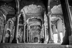 Badshahi Mosque (Xubayr-Mayo) Tags: old pakistan bw architecture canon islam religion pray wide mosque tamron 14thcentury mughal badshahi 17mm chiniot 60d