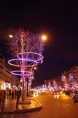 Paris, janvier 2013, les Champs-Elyses illumins 1 (paspog) Tags: paris france night lights licht nacht illuminations nuit champselyses lumires avenuedeschampselyses illuminationsdeschampselyses