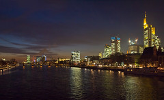 Frankfurt Mainhatten Nacht (Stadtlichtpunkte) Tags: building architecture night germany nacht frankfurt main fluss mainhatten nachtaufnahme steg metropole eiserner skylinie