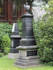 7972 Bremerhaven Friedhof (RainerV) Tags: 16071 bremen bremerhaven deu deutschland friedhof geo:lat=5351287110 geo:lon=859485850 geotagged grabmal nikonp7800 rainerv wulsdorf