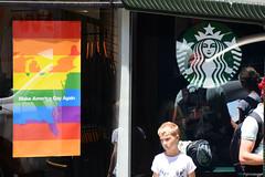 Make America gay again (Mauriciooo!) Tags: nikon d7100 nikond7100 city ciudad cityscape usa unitedstates estadosunidos america sanfrancisco trump antitrump starbucks