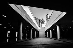 Triangle (Explored: 14-9-2016) (Chacky) Tags: in budapest hungary subway station near main train triangle blackandwhite bw black blackwhite bahnhof metro trainstation meterostation underground perspective explored inexplore explore pest
