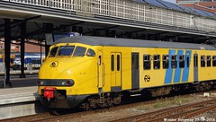 De allerlaatste rit van Mat '64 (XBXG) Tags: mat 64 mat64 emu ns nederlandse spoorwegen nederlandsespoorwegen bahnhof gare station amersfoort geel yellow apenkop electric train trein zug railroad railway spoorlijn spoorbaan spoor rail rails nederland holland netherlands paysbas tren 876 449 469 466 stoptrein plan v planv