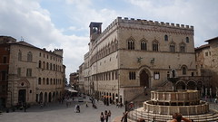 City centre - Perugia (Italy) (luca_margarone) Tags: europe europa italy italia umbria perugia city centre centro citt allaperto edificio architettura architecture prospettiva prospective beautiful landscape panorama strada square piazza palazzo palace fontana