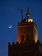 Marrakech (bdebaca) Tags: moon minaret luna koutoubia kutubia   alminar kutubiya