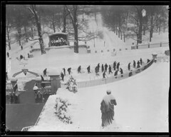 Winter scene in front of State House (Boston Public Library) Tags: winter snow bostoncommon capitols massachusettsstatehouse lesliejones