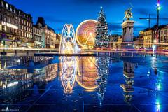 Place de Jaude (Simon Pouyet) Tags: christmas blue reflection pose nikon long exposure place tokina hour nol hdr auvergne hdri heure bleue clermontferrand longue d90 1116 jaude