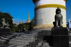 Rangoon - Independence monument (nican45) Tags: slr monument canon asia yangon burma myanmar dslr tamron rangoon chinthe 18270 mahabandoolagarden 18270mm eos600d 18270mmf3563diiivcpzd