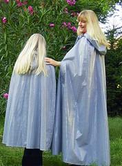 Duo im Lack Regencape (sari40) Tags: shiny vinyl cape raincoat pvc lack raincape regenmantel regencape lackcape