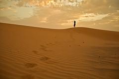 Amanecer en el desierto (PloPh) Tags: sahara arena amanecer ag desierto duna marruecos huellas ergchebbi cruzadas ltytrx5 ltytr1 20tfamaneceratardecer