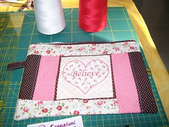 Necessairie (Nena Matos) Tags: believe patchwork cuore tecidos stoffa borsetta coraçoes aplicaçao necessairie