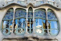 Casa dels Ossos (Patrick Costello) Tags: barcelona architecture reflections spain catalonia casabatll antonigaud eixample passeigdegrcia josepmariajujol blockofdiscord illadeladiscrdia d5100