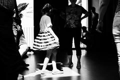 (Carlos Pina) Tags: florencia florence firenze galeria uffizi girl baile dance light luz black white blanco y negro bn bw blackandwhite monocromo canon 760d focal fija sigma 30mm
