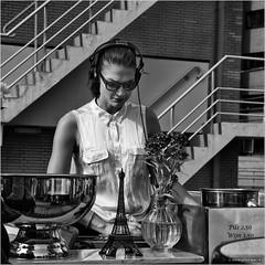 Mademoiselle deejay on tour (John Riper) Tags: johnriper street photography straatfotografie rotterdam square bw black white zwartwit mono monochrome netherlands candid john riper canon 6d 24105 l people terrace hbu erasmushuis wing vleugel roof garden dak coolsingel bulgersteyn bowl girl lady young woman sunglasses stairs fence tour tower eiffel vase flowers dj deejay discjockey headphone box sennheiser zwvk