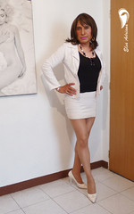 white high heels, white Fitted skirt, black blouse and white coat. (Elsa Adriana) Tags: elsaadriana sexylegs skirt tgirl travesti transvestite crossdresser highheels