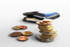 Euro Muenzgeld und Portmonee (Geld, Kleingeld, Muenzen) (Christoph Scholz) Tags: geld kleingeld mnzen bargeld sparen zinsen geldanlage aktien brse geldbrse portemonnaie finanzen
