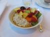 Bircher Müsli mit frischem Obstsalat (vom Frühstücksbuffet im Hotel Schatzmann, Triesen, Liechtenstein) (multipel_bleiben) Tags: essen frühstück obst gastronomie müsli