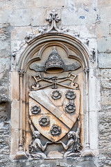 Armoiries Papales - Avignon - [Vaucluse] (Thierry CHARDES) Tags: armoiries palaisdespapes comtatvenaissin provence avignon paca france papes popes