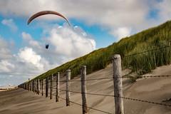 8Z1A5884-1 (wernkro) Tags: dnen zaun drachenflieger wolken nordsee niederlande krokor